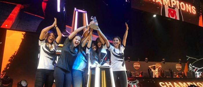Beşiktaş Kadınlar CSGO Takımı DreamHack Showdown Şampiyonu !